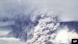 انڈونیشیا: آتش فشاں پہاڑ پھٹنے کا خطرہ