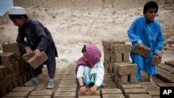 د افغانستان د بشري حقونو خپلواک کمیسیون ویلي دي چې تر دوه میلیونه پورې ماشومان کار کوي