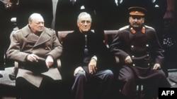 Слева направо: Черчиль, Рузвельт, Сталин. Ялта. СССР. 4 февраля 1945 года