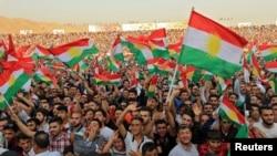 Warga Kurdi menghadiri sebuah pertemuan untuk menunjukkan dukungan mereka terhadap referendum kemerdekaan tanggal 25 September di Duhuk, Irak, 16 September 2017.