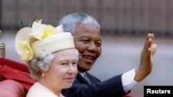 Нельсон Мандела та королева Великобританії Єлизавета ІІ, 9 липня 1996 року