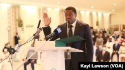 Faure Gnassingbé prêtant serment à Lomé, 3 mai 2020. (VOA/Kayi Lawson)