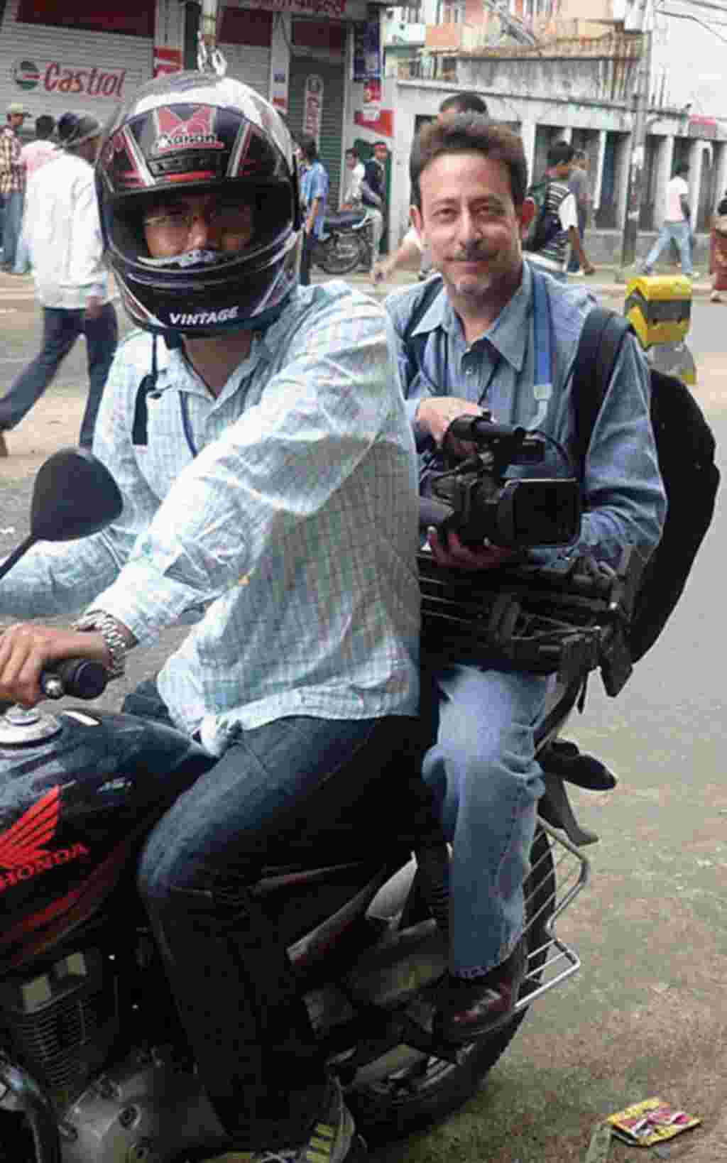Reporter Steve Herman keeps his camera close while catching a ride.