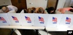 6일 미국 미시시피주 리지랜드에서 유권자들이 2018 중간선거 투표를 하고 있다.