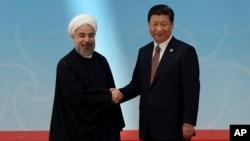 하산 로하니 이란 대통령(왼쪽)과 시진핑 중국 국가주석. (자료사진)