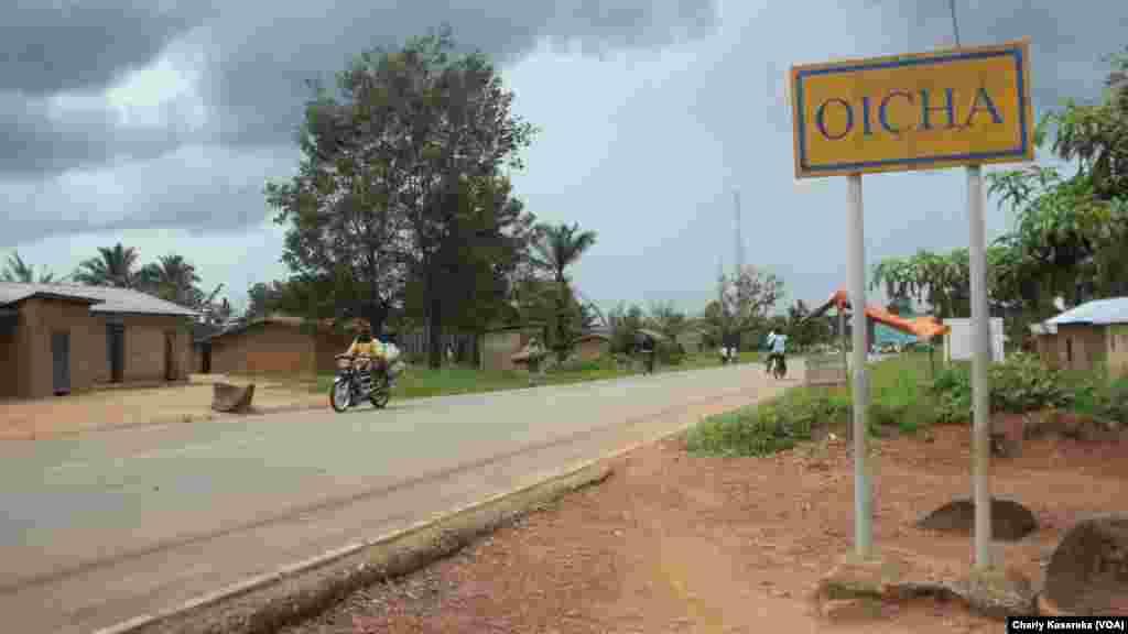 De nombreux déplacés qui ont fui les massacres répétés perpétrés par des rebelles musulmans ougandais de l'Alliance des forces démocratiques ADF vivent dans la misère et sans assistance dans différents sites à dans la province du Nord-Kivu, 28 octobre 2015 (Charly Kasereka/VOA).