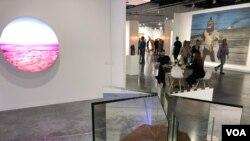 Los organizadores esperan superar los 83.000 visitantes en esta edición de Art Basel. Foto: Antoni Belchi / VOA.