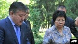 Президент Кыргызстана Роза Отунбаева и спикер парламента Ахматбек Келдибеков