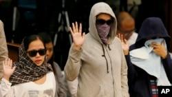 菲律宾议会就杜特尔特总统发动的反毒战争中死亡人数上升展开,据称被法外杀戮的受害人家人宣誓作证。