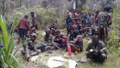 Tentara Pembebasan Nasional Papua Barat-Organisasi Papua Merdeka (TPNPB-OPM) saat berada di salah satu kawasan pegunungan Papua.