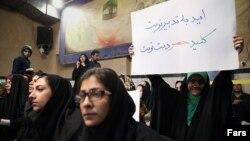 درخواست رفع حصر در تجمع انتخاباتی حسن روحانی پیش از ریاست جمهوری