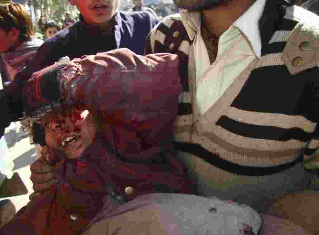 Desde que las manifestaciones comenzaron el 21 de febrero, los enfrentamientos entre las fuerzas de seguridad afganas y los manifestantes han dejado por lo menos siete personas muertas.