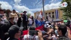 El Salvador miles protestan contra gobierno de Bukele