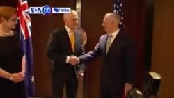 Minisitiri w'ingabo w'Amerika Jim Mattis ari mu nama na bagenzi be n'impuguke zo mu bihugu 40 Singapore.