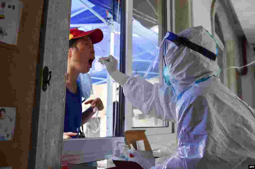 중국 난징에서 신종 코로나바이러스 감염증 검사가 실시되고 있다.