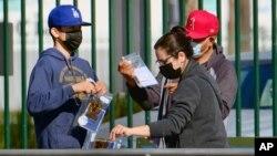 مرکز جمع آوری بستههای تست کرونا در هالیوود شمالی، کالیفرنیا - ۵ دسامبر ۲۰۲۰