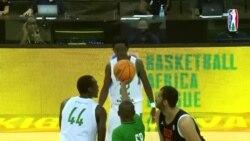Basketball Africa League: actions décisives du match entre Association Sportives des Douanes et Groupement Sportif des Pétroliers