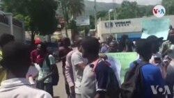 Ayiti: Yon Sit-in Devan Kou Siperyè Dèkont pou Mande Rapò Final Fon Petro Caribe a