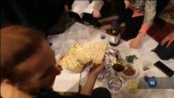 У Нью-Йорку єврейська громада відзначає Песах у місцевій мечеті. Відео