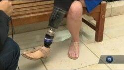 Втративши ногу внаслідок терактів на Бостонському марафоні - дводітна мама написала книжку. Відео