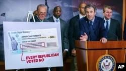 Para anggota Kongres AS dari partai Demokrat saat membahas pemberian kredit pajak bagi anak-anak di Gedung Capitoll, Washington DC (foto: dok).