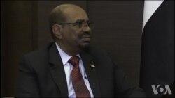 Omar el-Béchir en visite en Russie (vidéo)