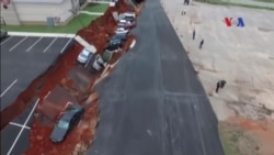 Đất sụp xuống bên dưới bãi đậu xe ở Mỹ