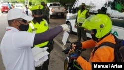 La Policía Nacional ha impuesto más de 550.000 multas a ciudadanos que han infringido el confinamiento o no cumplen con las medidas de bioseguridad. [Foto: Cortesía Oficina Prensa Policía Nacional]