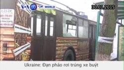 Đạn pháo rơi trúng xe buýt ở Ukraine, sáu người chết (VOA60)