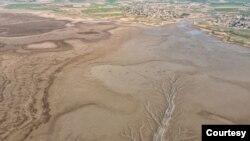 عکس منتشرشده از خشکشدن سد گلستان در رسانههای ایران