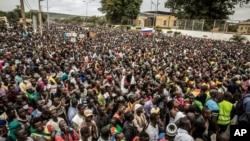 Malianos demonstram o seu apoio ao derrube do poder do Presidente Ibrahim Boubacar Keita, Bamako, Mali, 21 Ago., 2020.