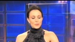 2012-11-11 美國之音視頻新聞: 聯邦調查局意外揭發彼得雷烏斯婚外情