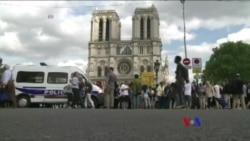 法國警察在巴黎聖母院外槍擊襲擊者(粵語)