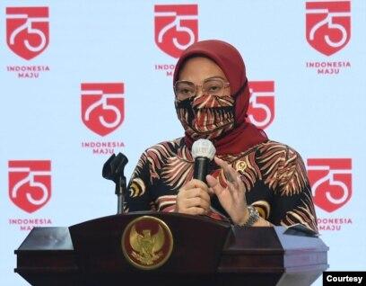Menaker Ida Fauziyah di Istana Kepresidenan Jakarta Senin (10/8) menetapkan jumlah penerima subsidi upah pegawai swasta di tambah menjadi 15,7 juta pekerja. (Setpres RI)