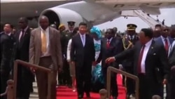 Umongameli Robert Mugabe lomunye wakhe wele China uXi Jinping Babambana izandla njengesitshengiselo sobungane babo