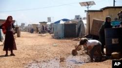 Un grand camp de réfugiés du côté syrien de la frontière avec la Turquie, près de la ville d'Atma, dans la province d'Idleb, en Syrie, le 19 avril 2020.