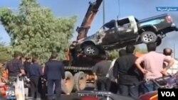 معترضان در قم ماشین شهرداری را به آتش کشیدند (عکس گرفته شده از ویدیوی منتشره در رسانههای اجتماعی)