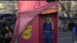 """2013-12-11 美國之音視頻新聞: 法國""""芭比女工""""抗議中國勞工慘狀"""