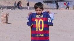 """Messi ilə görüşən 7 yaşlı oğlanın anası: """"Oğlumun məşhurlaşmasına peşmanam"""""""