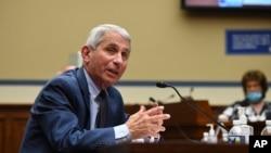 Pakar penyakit menular di Amerika, Dr. Anthony Fauci, di Gedung Capitol, Washington, D.C., 31 Juli 2020. (Kevin Dietsch/Pool via AP)