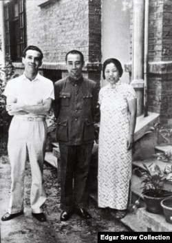 American journalist Edgar Snow pictured with Zhou Enlai and his wife, Deng Yingchao, in Wuhan in 1938. (Edgar Snow Collection)