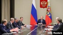 블라디미르 푸틴 러시아 대통령이 5일 모스크바 외곽 노보-오가료보 관저에서 국가안보회의를 주재했다.