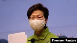 Kepala Eksekutif Hong Kong Carrie Lam menghadiri konferensi pers mingguan di Hong Kong. (Foto: Reuters)