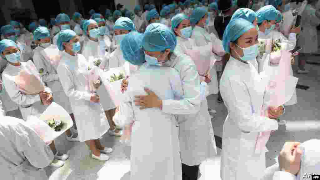 중국 후베이성 우한의 병원에서 '국제간호사의 날'을 맞아 감사 축하행사가 열렸다.