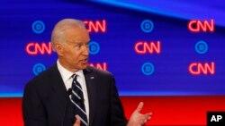 L'ancien vice-président Joe Biden, pendant l'une de ses interventions lors du deuxième des deux débats des démocrates organisés par CNN le 31 juillet 2019 au Fox Theatre à Detroit.
