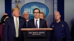 特朗普总统和财政部长姆努钦与新冠病毒特别工作组成员在白宫举行记者会。(2020年3月17日)