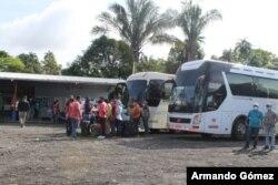 Por lo menos mil nicaragüenses esperan cerca de la frontera de Costa Rica y Panamá para partir en convoyes hacia su país. [Foto:Migración Panamá / Twitter]