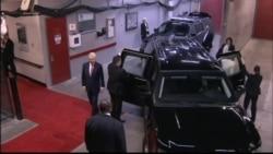Hillary Clinton arrives with husband Bill Clinton