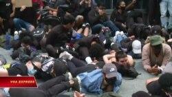 Giới trẻ Mỹ biểu tình đòi thay đổi