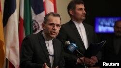 Arhiva - Ambasador Irana u Ujedinjenim bnacijama MajidTakht Ravanchi obraća se medijima ispred prostorija Savjeta bezbjednosti, u UN-u, u New Yorku, 24. juna 2019.